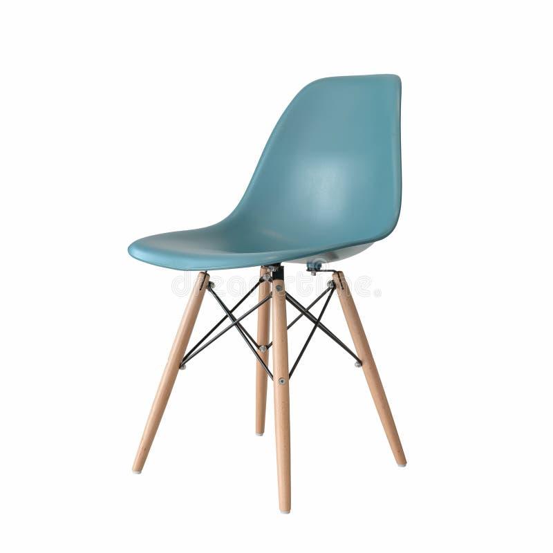 Moderne grüne Holzbeinstühle lokalisiert auf Weiß lizenzfreies stockbild