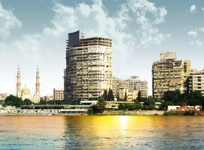 Moderne Häuser in Kairo und in den Teilen des Nils stockfotos