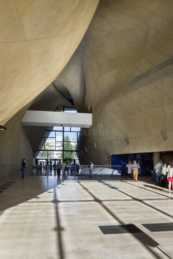 Moderne hal in Museum van Geschiedenis van Poolse Joden in Warshau royalty-vrije stock fotografie