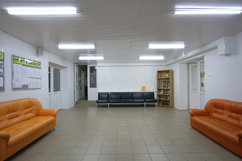 Moderne Halle in der Moskau-Ligusterschule stockfotografie