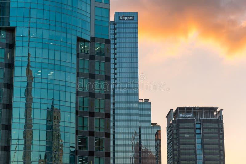 Moderne high-rise glasgebouwen van Saigon de stad in bij zonsondergang royalty-vrije stock afbeeldingen