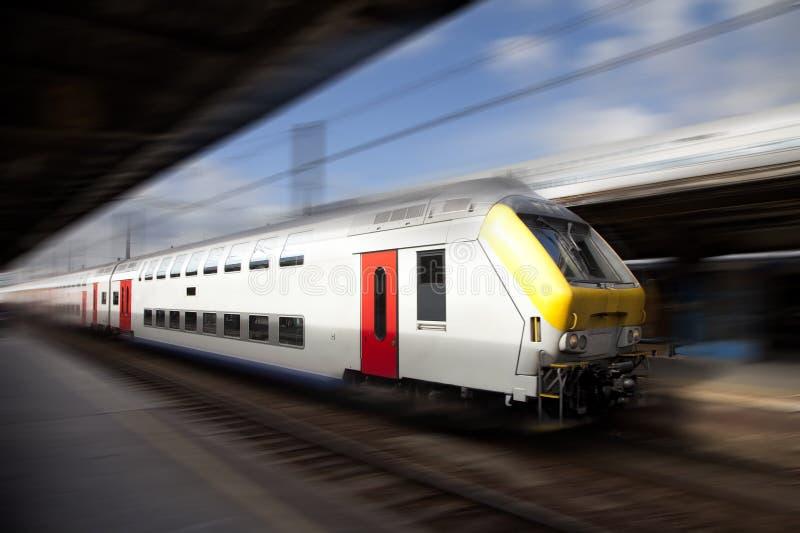 Moderne hoge snelheidstrein stock afbeeldingen