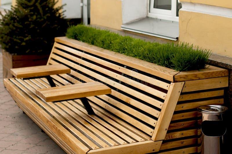 Wunderbar Download Moderne Holzbank Mit Armlehnentabelle Stockfoto   Bild Von  Einzeln, Möbel: 91116794