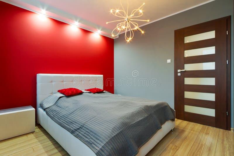 Moderne hoofdslaapkamer stock foto's