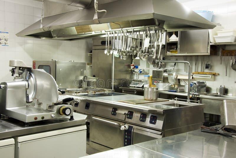 Moderne Hotelküche lizenzfreies stockbild