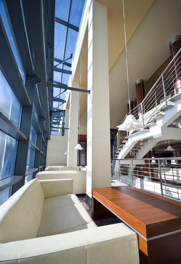 Moderne Hotelvorhalle lizenzfreie stockfotografie