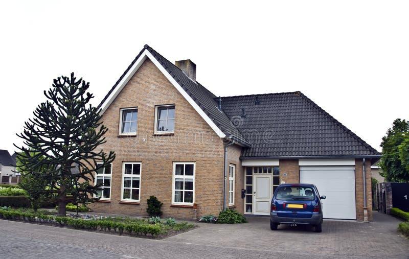 Moderne huis en tuin royalty-vrije stock afbeeldingen