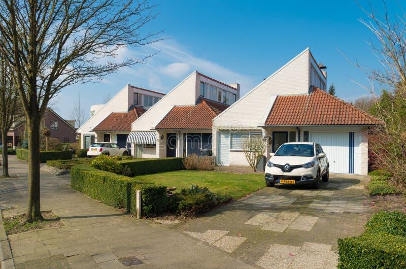 moderne huizen in nederland redactionele afbeelding