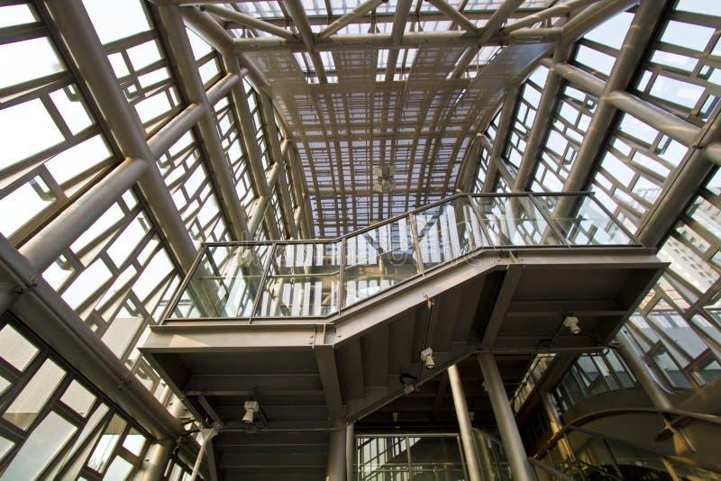 Moderne industrielle Metallgondelstielstruktur stockfoto