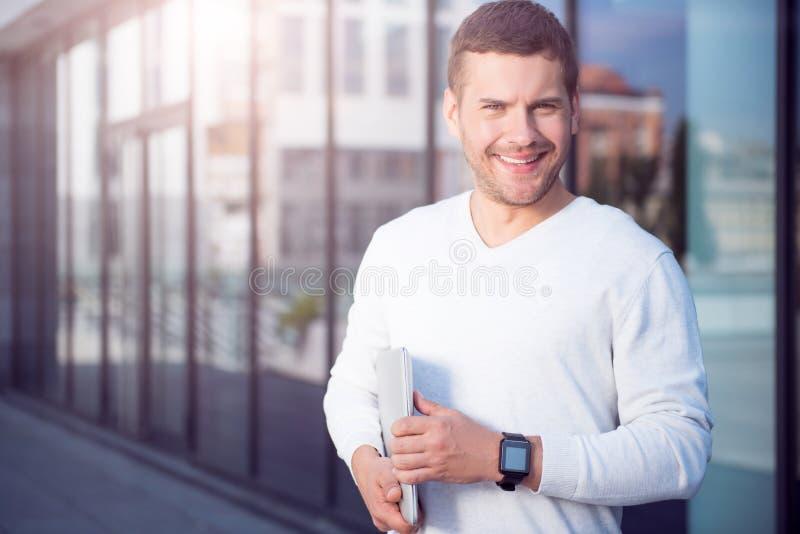 Moderne jonge zakenman royalty-vrije stock foto's
