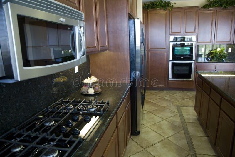 Moderne Keuken met Fornuis stock afbeelding