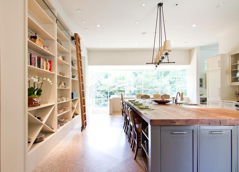 Moderne Keukenslager Block Top Island royalty-vrije stock fotografie