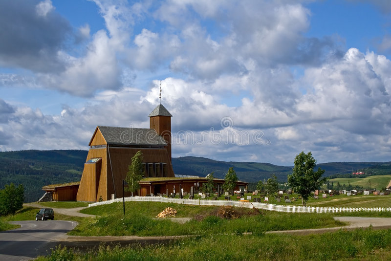 Moderne Kirche und Friedhof stockfotografie