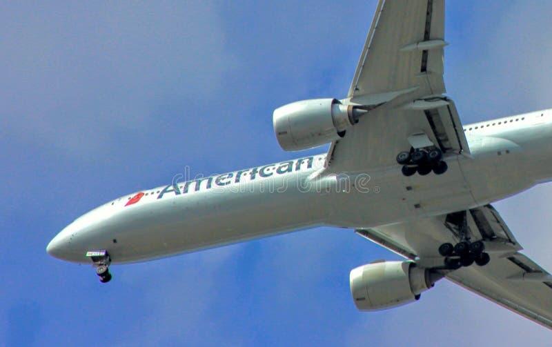 Moderne klassische Passagierflugzeuge lizenzfreie stockbilder