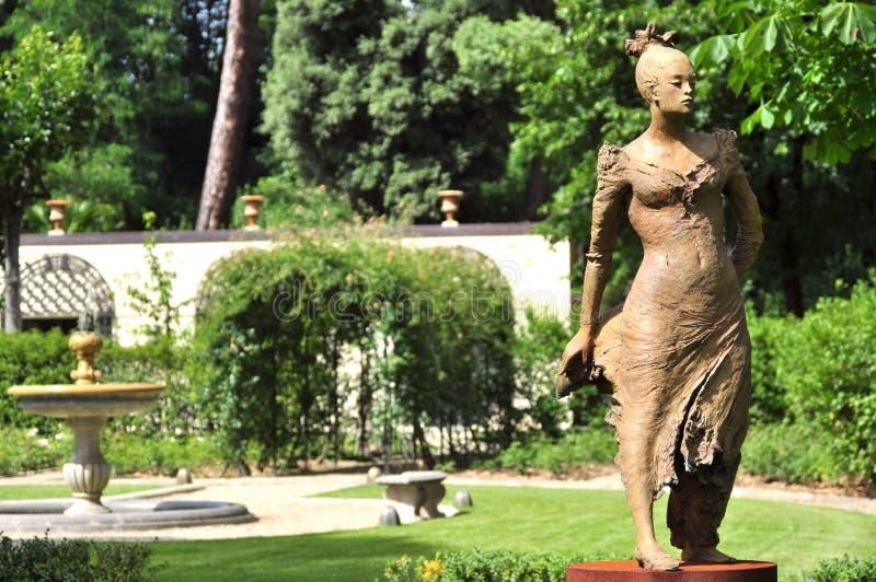 Moderne kunst door beeldhouwer ugo riva in florence itali redactionele stock afbeelding - Eigentijds standbeeldontwerp ...