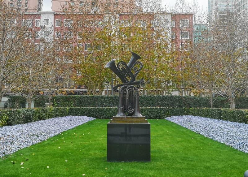 Moderne Kunstskulptur im Jingan City Sculptural Park in Shanghai China stockfotos