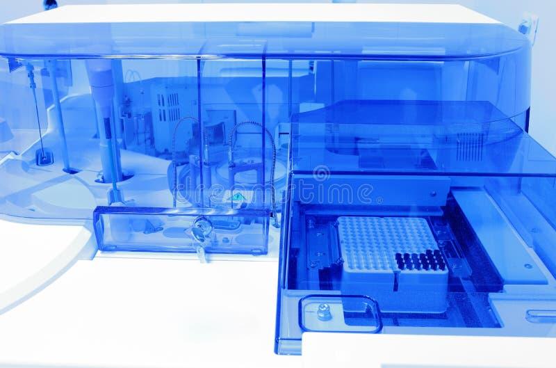 Moderne laboratoriumapparatuur. stock afbeeldingen