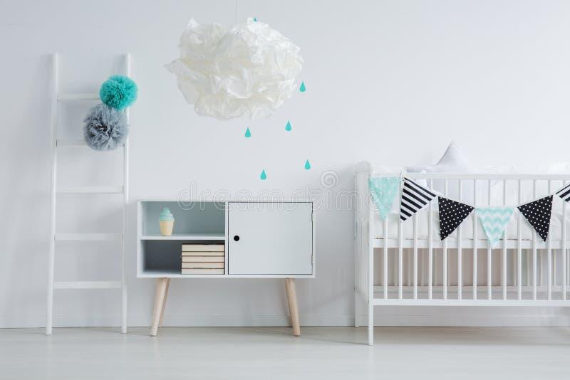 Moderne lamp in kinderen` s slaapkamer stock afbeeldingen