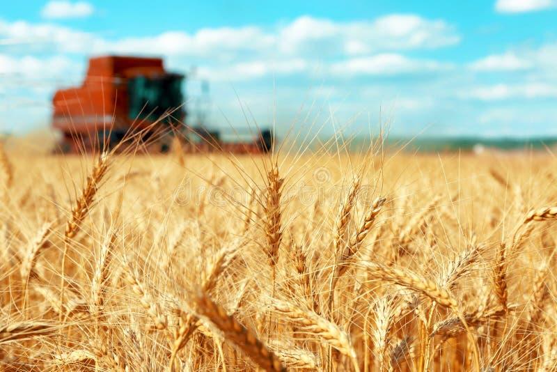 Moderne landbouwmachine stock afbeelding