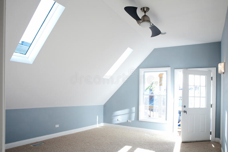 Moderne Lege Slaapkamer Met Blauwe Muurkleur. Stock Afbeelding ...
