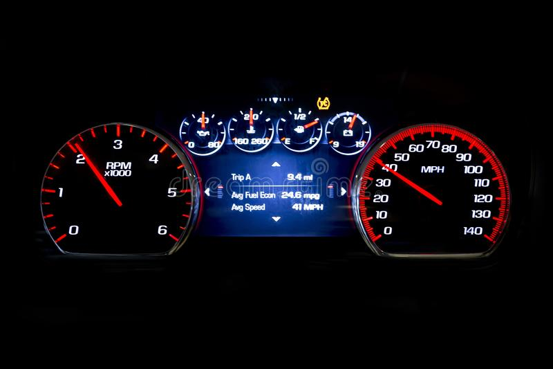 Moderne lichte autoafstand in mijlen op de zwarte snelheid achtergrond van Avr royalty-vrije stock foto's