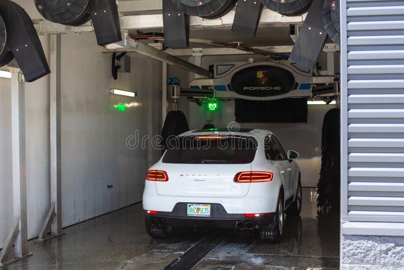 Moderne luxe sportscar Porsche Macan stock foto