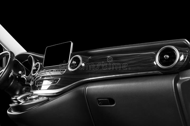 Moderne Luxeauto binnen Binnenland van prestigeauto Comfortabele leerzetels Geperforeerde leercockpit met het witte stikken ST royalty-vrije stock fotografie