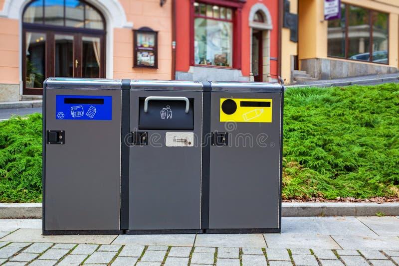 Moderne Mülleimer moderne mülleimer stockbild bild modern traditionell 85788549