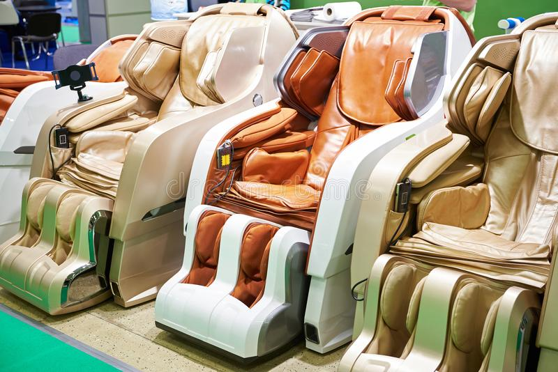 Moderne Massagestühle lizenzfreies stockbild