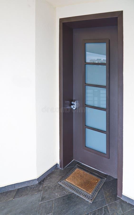 Moderne Mediterrane huisdeur stock foto