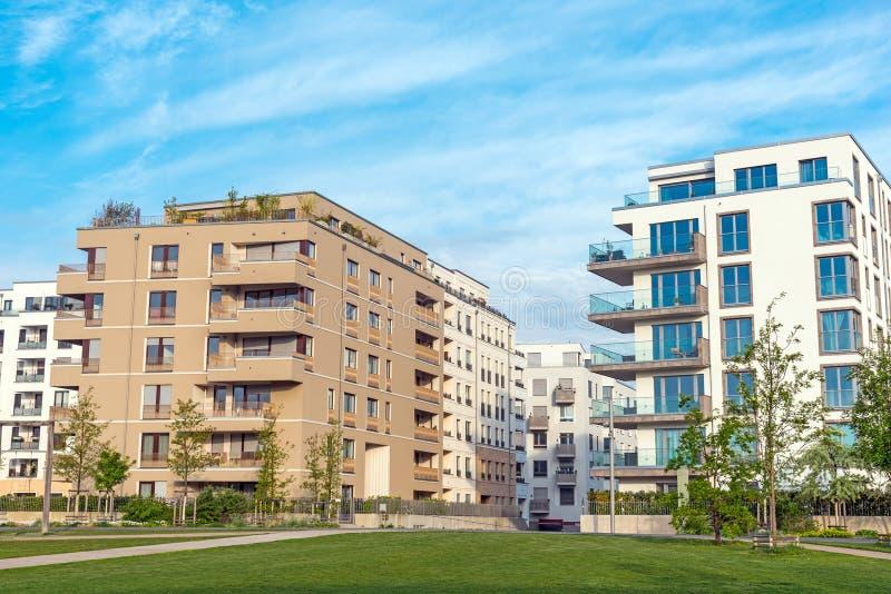 Moderne Mehrfamilienhäuser Bilder moderne mehrfamilienhäuser in berlin stockbild bild paket