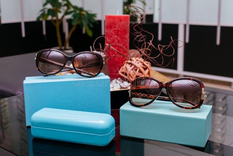 Moderne Modesonnenbrille stockbild