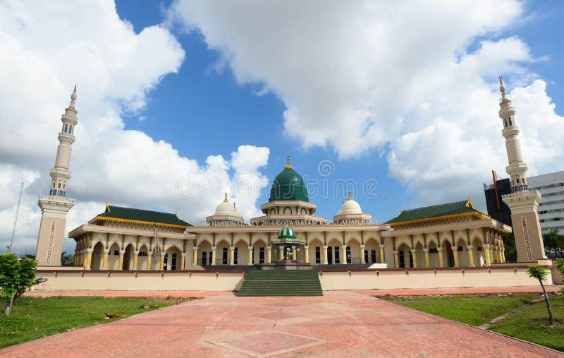 Moderne Moschee ein Ort der Verehrung für Nachfolger des Islams lizenzfreie stockbilder