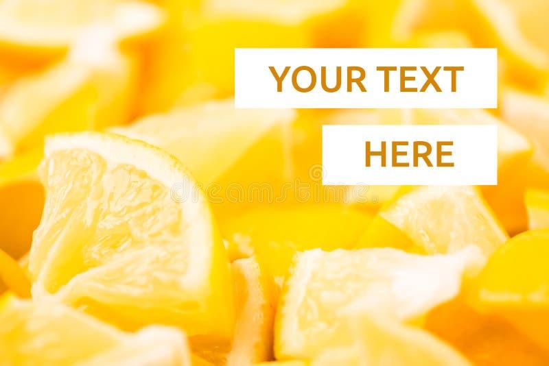 Moderne Nahrungsmittelgrafischer Hintergrund mit Zitrone Abstraktes kreatives Fahnenkonzept Helle Farben stockfotografie