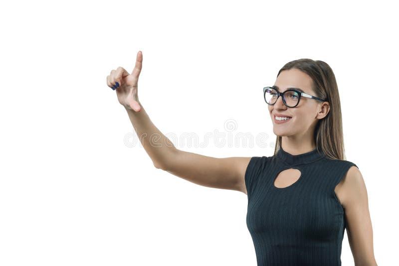 Moderne onderneemster met glazen wat betreft het virtuele scherm, die digitale technologie in de werkplaats gebruiken Zaken, fina royalty-vrije stock foto's
