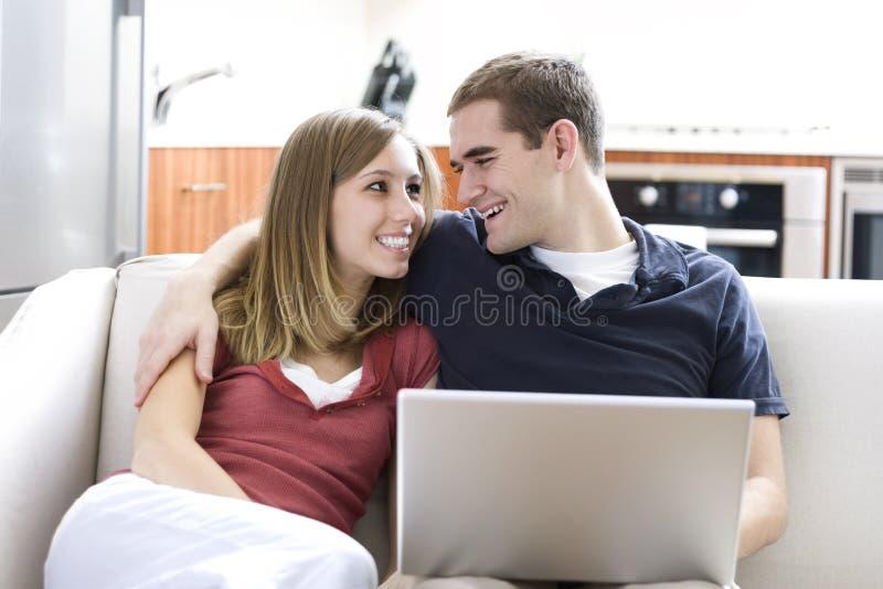 Moderne Paare stockfoto