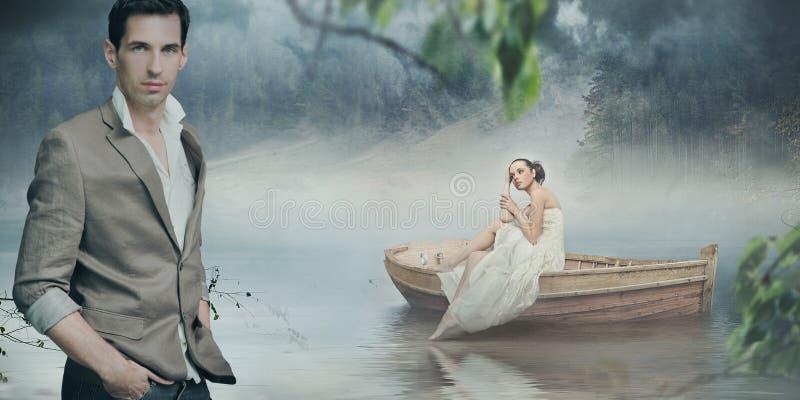 Moderne Paare, die über schönem romantischem aufwerfen lizenzfreies stockfoto