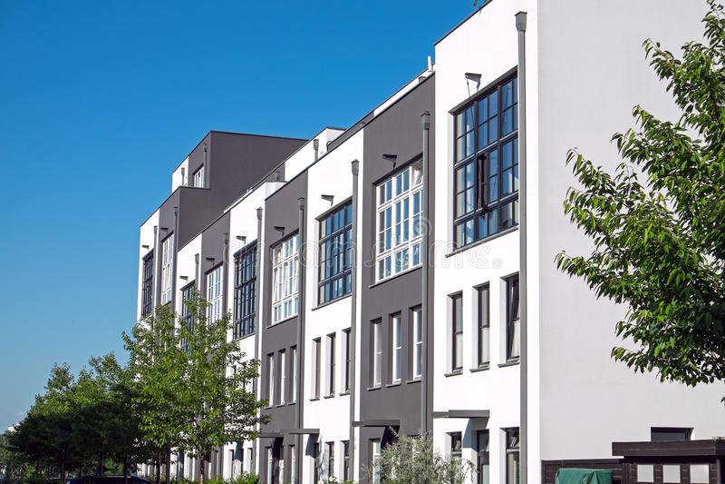 Moderne periodieke huisvesting in Berlijn stock foto