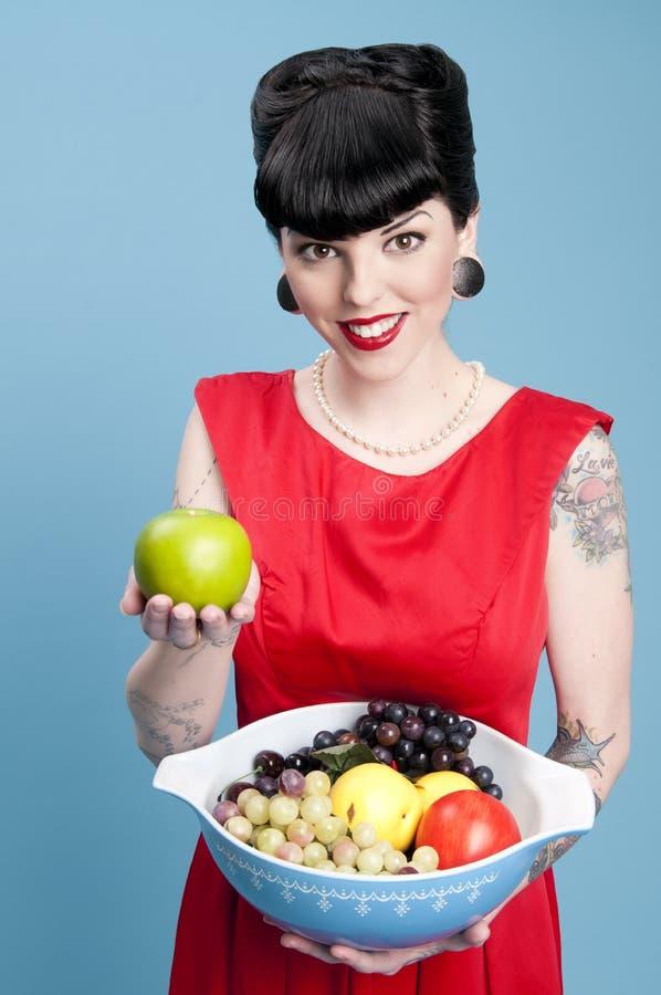 Moderne Pinup met de Kom van het Fruit royalty-vrije stock foto's