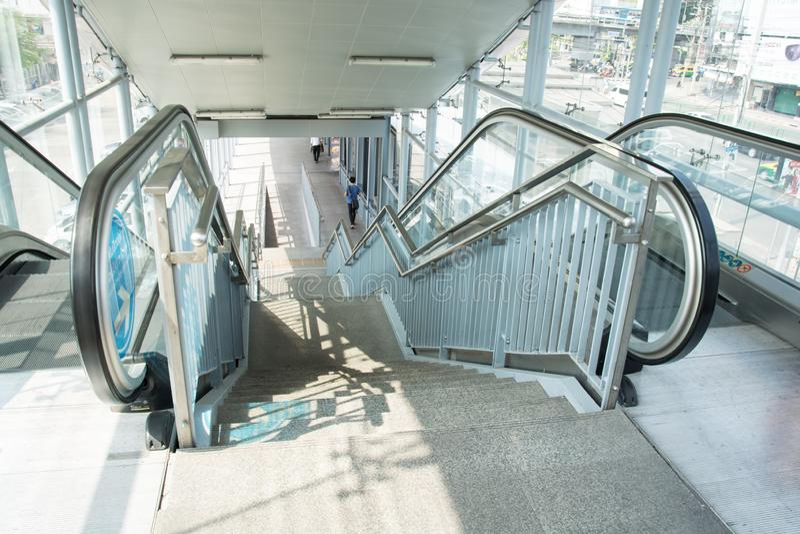 Moderne Postroltrap en architectuur binnenlands ontwerp stock afbeeldingen