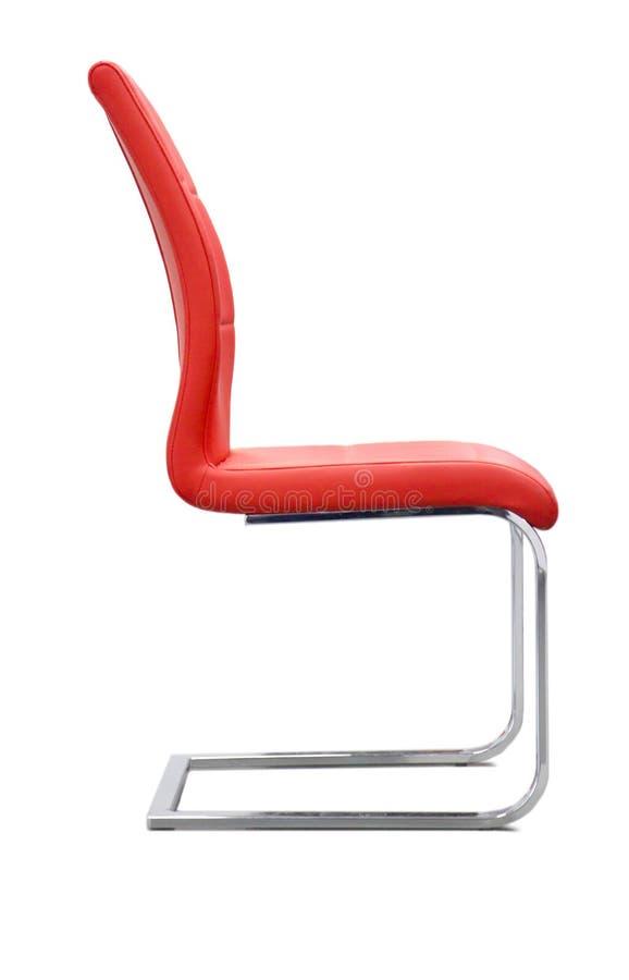 Moderne rode die stoel op witte achtergrond wordt ge?soleerdn royalty-vrije stock foto's