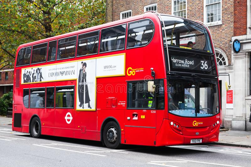 Moderne Rode dubbeldekkerbus, Londen, het UK royalty-vrije stock foto's