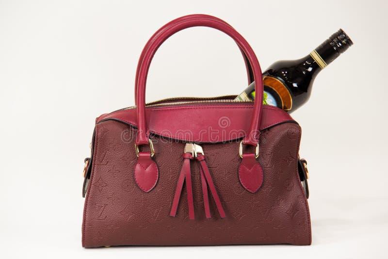 Moderne rote Frauentasche lizenzfreie stockfotos