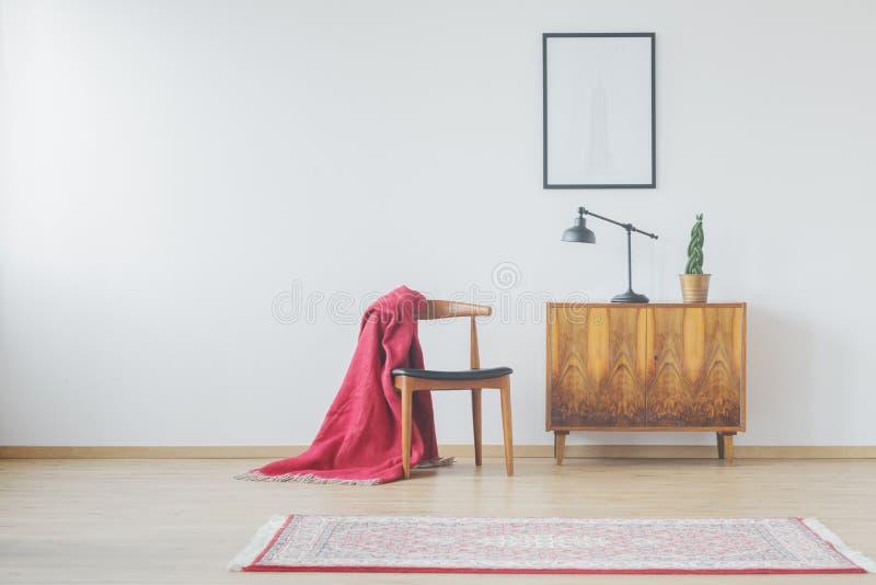 Moderne ruimte met uitstekende toebehoren stock afbeeldingen