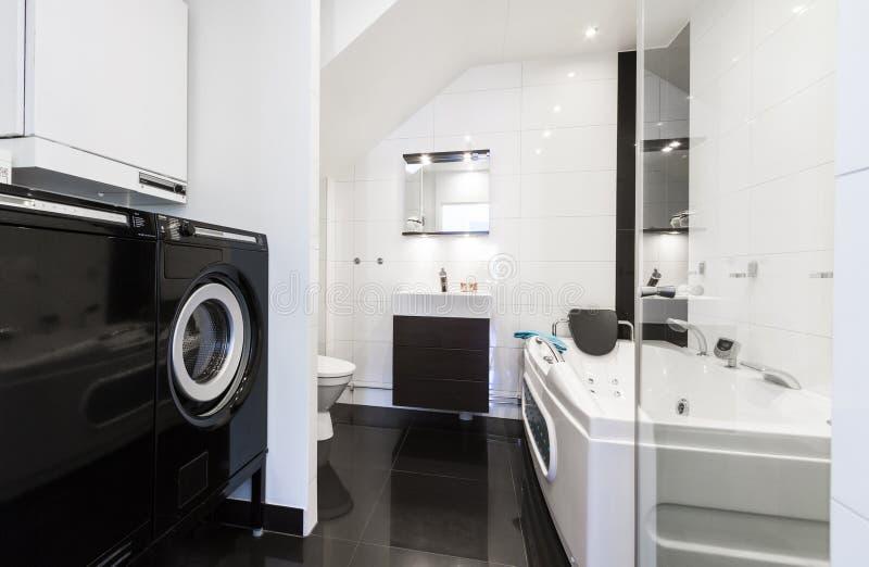 Moderne schone badkamers stock foto