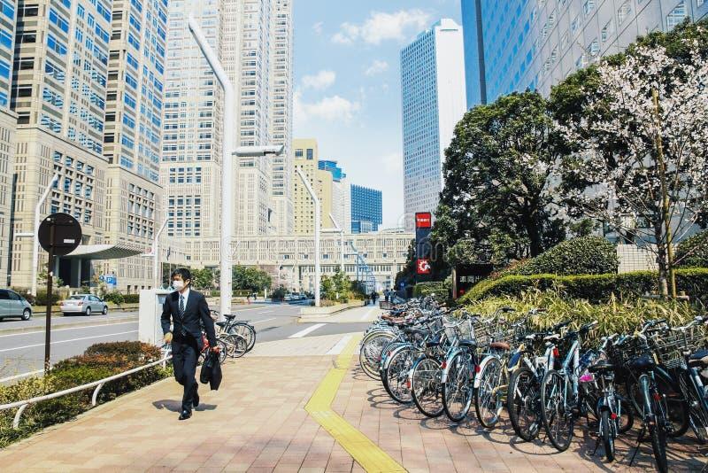 Moderne Shinjuku-bedrijfsdistrictsstraat in Tokyo stock fotografie