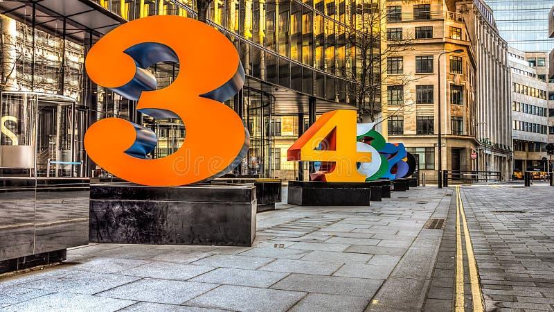 Moderne Skulpturen von Zahlen HDR lizenzfreies stockbild