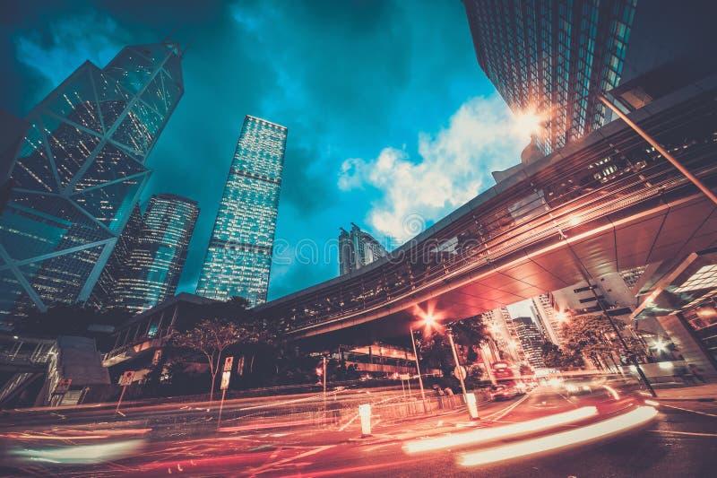 Moderne stad bij nacht stock fotografie