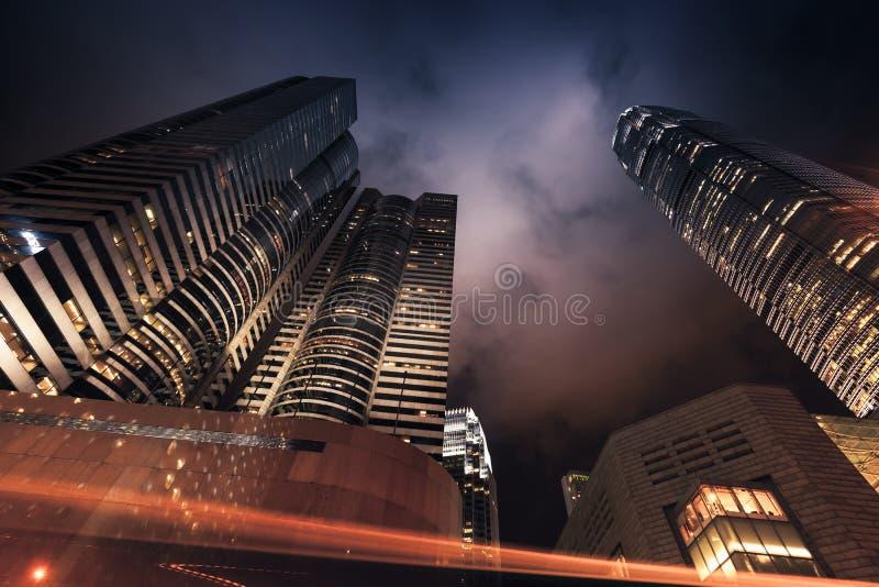Moderne stad bij nacht, wolkenkrabbers, Hong Kong stock foto's