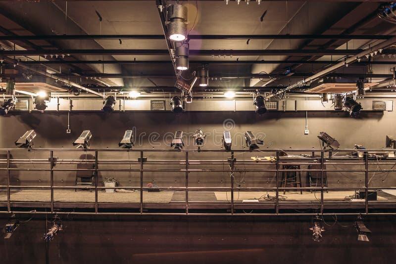 Moderne Stadiumstheaterflutlichter und Projektorbeleuchtungsausrüstung stockbilder